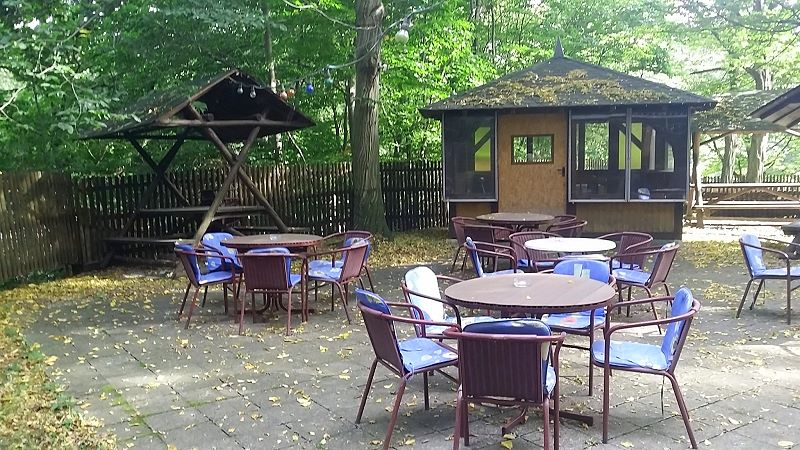 Pavillon und Tische